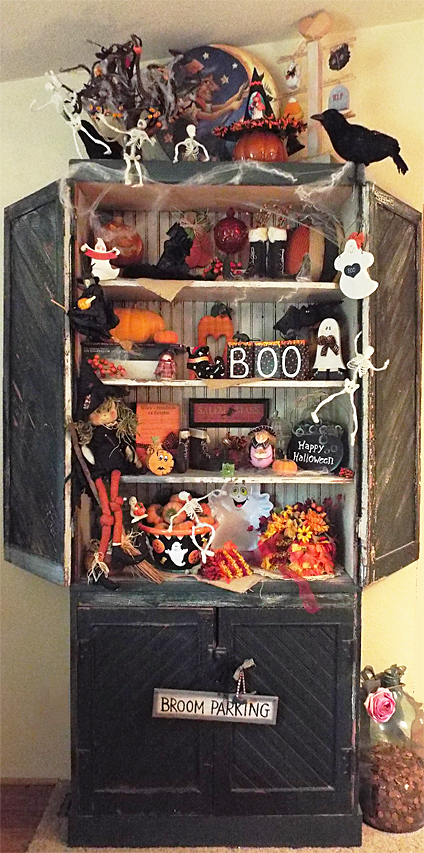 Halloween Holiday Hutch - Halloween Decorating